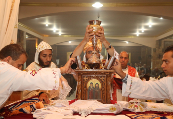 Христианның ең ежелгі тармағындағылар жаппай исламды қабылдап жатыр (видео)
