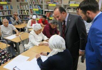 В Казахстане незрячие получили в подарок Коран на алфавите Брайля