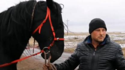 Бие сауып, бизнес жасаған неміс: Көкпар тартып жүргеніме 6 жыл болды (видео)