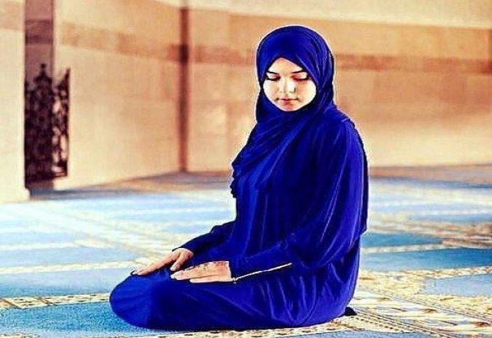 Принимается ли намаз, если женщина не носит хиджаб?