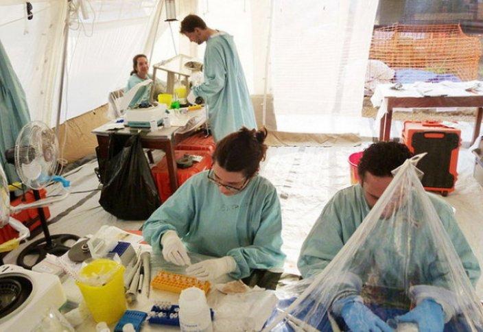 Эбола безгегімен күрескен дәрігердің өзі осы вирусты жұқтырып алды
