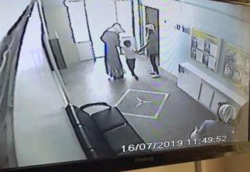 Попытка похищения ребенка из детсада попала на видео в Алматы (фото+видео)