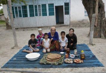 Билік ел тұрғындарының күндік асының мөлшеріне дейін белгілеп берді