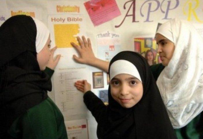Британия: ученицы в хиджабе не редкость