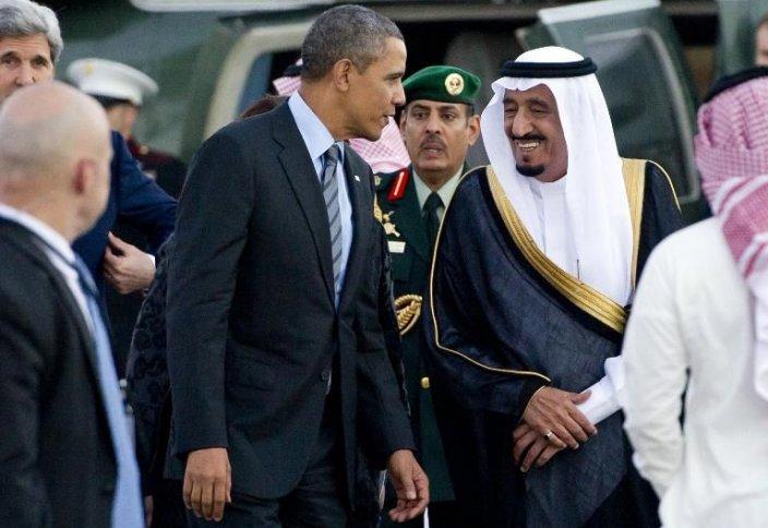 Совершение намаза первостепенно для саудовского короля