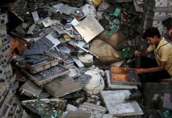 Үндістан не себепті электроника қалдықтарына әуес?
