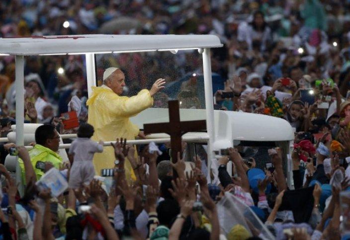 Папа Римский: Католики не должны размножаться «как кролики»
