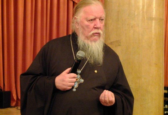 Известный священник РПЦ призвал христианок к целомудрию, приведя в пример мусульманок