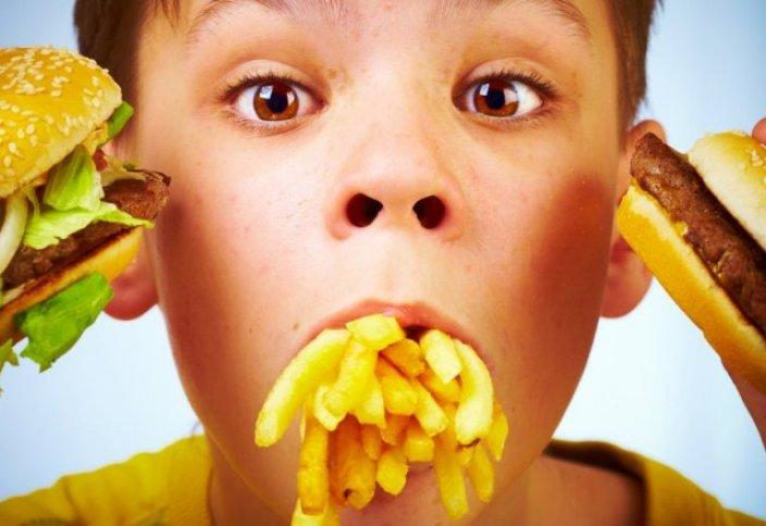 Балалар статистикасы: Еліміздегі балалардың 13 пайызы күн сайын фастфудпен қоректенеді
