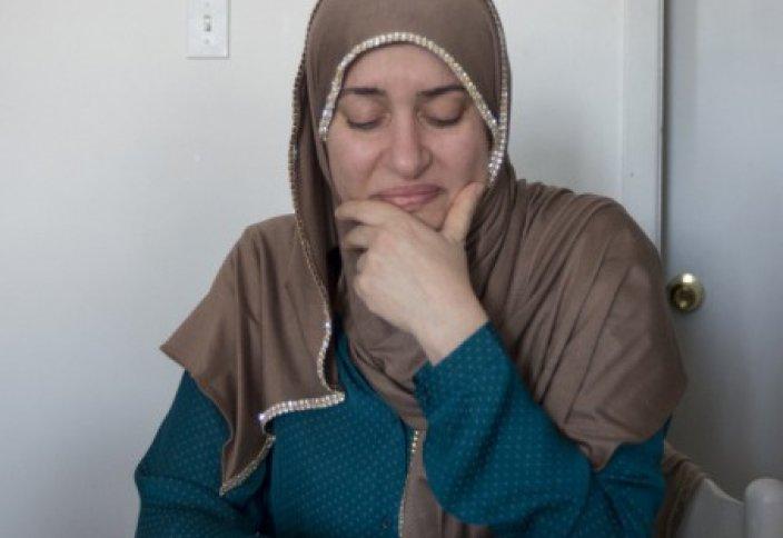 Жаһан жаңалықтары: Шариғат шәлісі үшін соттан қуылған әйелге мұсылмандар көмектесті