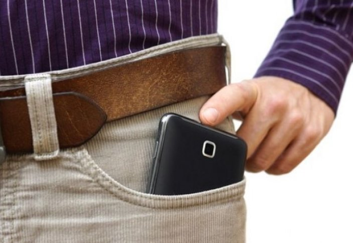 Шалбар қалтасындағы телефон ерлерді белсіздікке ұшырата ма?