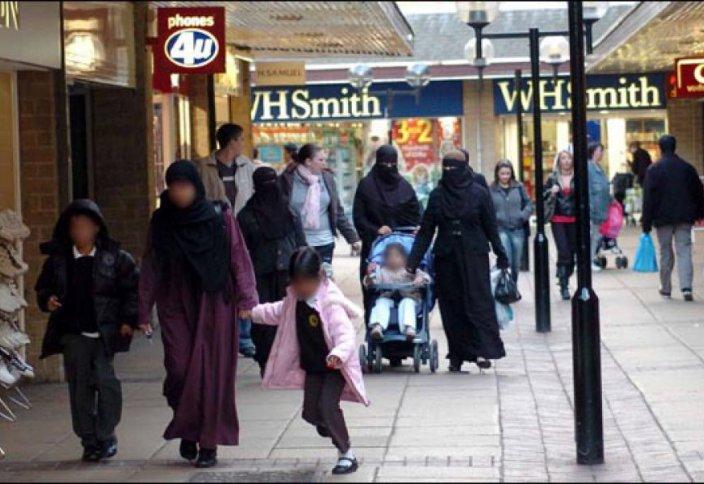 Мазасыз мүйіс: Британ мұсылманы отанына орала алмай отыр