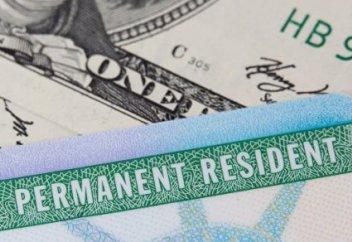 В США хотят ужесточить выдачу грин-карт мигрантам