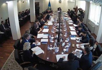 В Казахстане все участники совещаний и заседаний должны сдать ПЦР-тесты