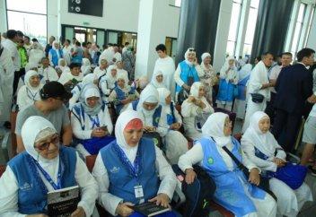 В аэропорту Астаны прошли проводы 290 паломников