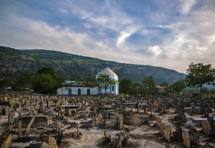 Сефид Чах: чем прославилось это древнее кладбище на севере Ирана? (фото)