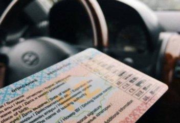 Почему водителям в Казахстане нельзя полностью отказываться от документов?