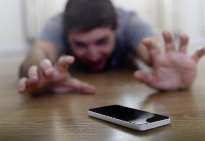 Как зависимость от смартфона и соцсетей влияет на психику человека