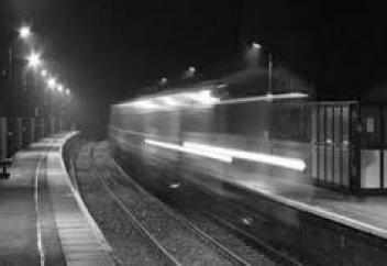 Қытай вокзалына келіп тоқтаған елес пойыз таспаға тартылып қалды (видео)