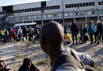 «Смотри в оба, если заходишь»: районы под контролем мигрантов в Европе